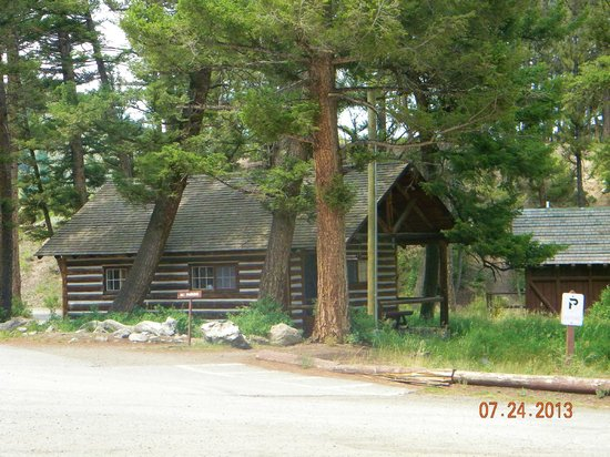 Roosevelt Lodge Dining Room : one of the cabins