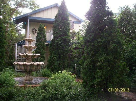 Solomons Victorian Inn: Front of the B&B