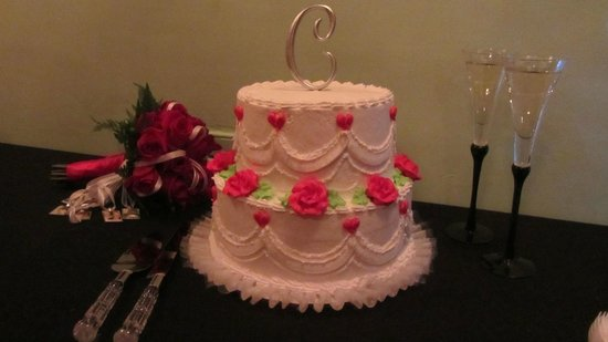Monbelami Wedding Chapel: cake and champagne for a toast