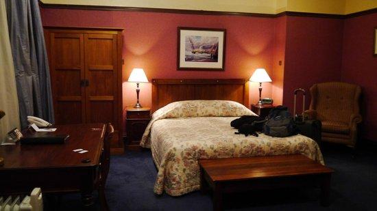 เวลเลสเลย์บูทิคโฮเต็ล: Bed/wardrobe/desk/chair