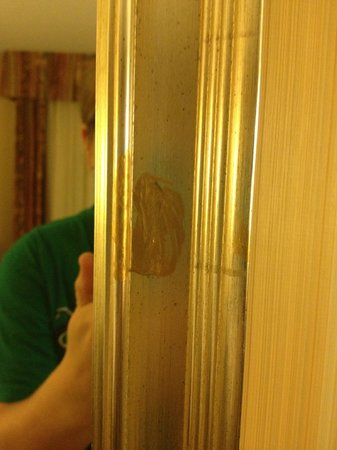 Embassy Suites by Hilton Minneapolis - Airport : What is on the mirror?