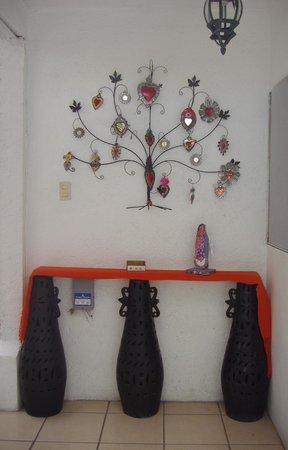 Hotel Las Mariposas: Detalles en las paredes