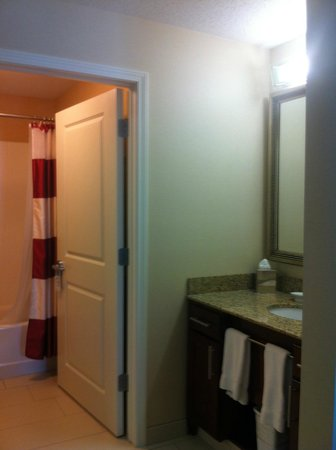 Residence Inn Midland: Bathroom
