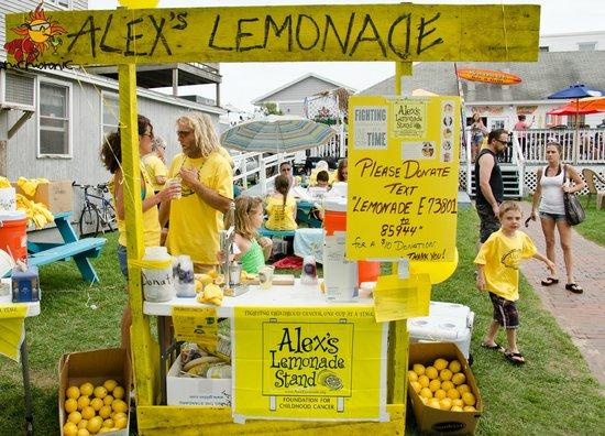 Sunset Bar & Grill: Alex's Lemonade Stand hosts an event here every summer!
