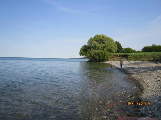 Four Mile Creek State Park: Lake Ontario shoreline