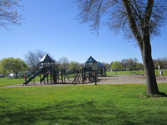 Youngstown, État de New York : kids at play