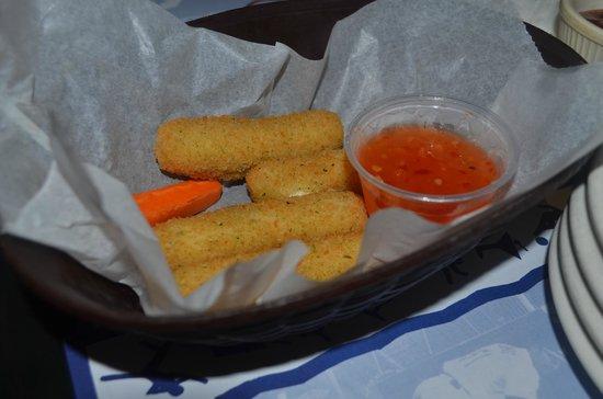 Bubba's Sports Bar and Restaurant: batonnet de cheeeese sauce epicée !!! huuum