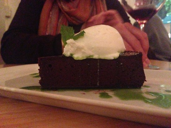 Solo Bistro : Flour less chocolate cake