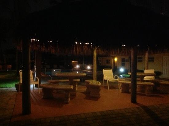 Ebb Tide Oceanfront Resort in Pompano Beach, Florida : Night view of tikki hut courtyard and pool