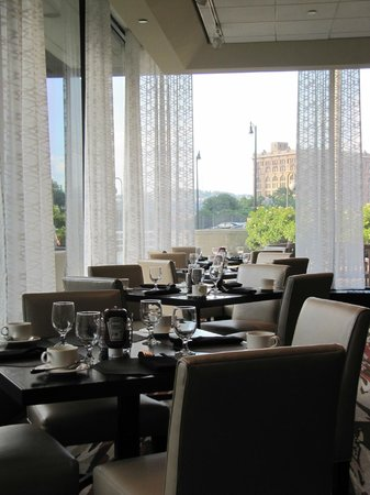 Pittsburgh Marriott City Center : Inside the restaurant