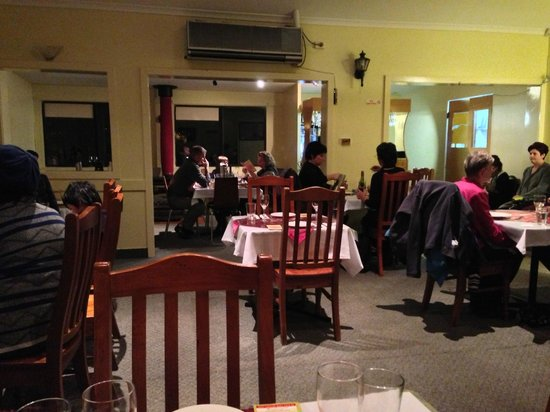 Wentworth Falls Indian Tandoori Restaurant: Unexpected crowd, best to have a reservation