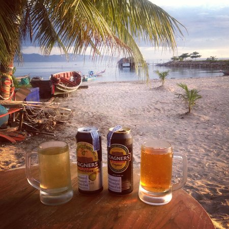Echo Beach Backpackers: Best views, ft. Cider! Sold at the bar.