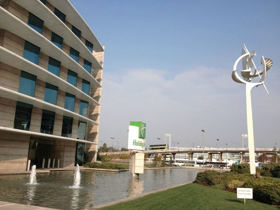 Holiday Inn Santiago Airport: Fachada