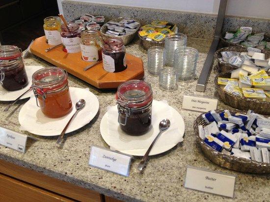 Hotel Aspethera : breakfast - good variety of spreads