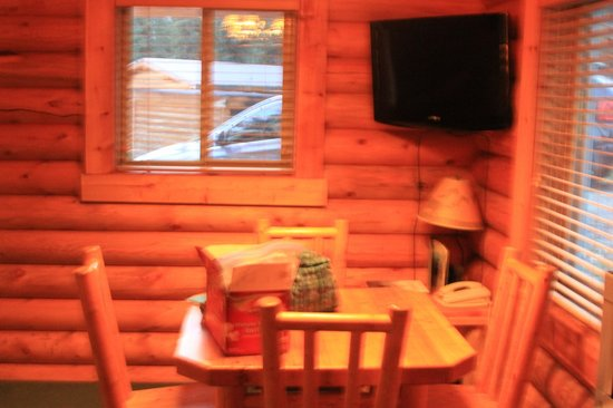 Togwotee Mountain Lodge : dining table