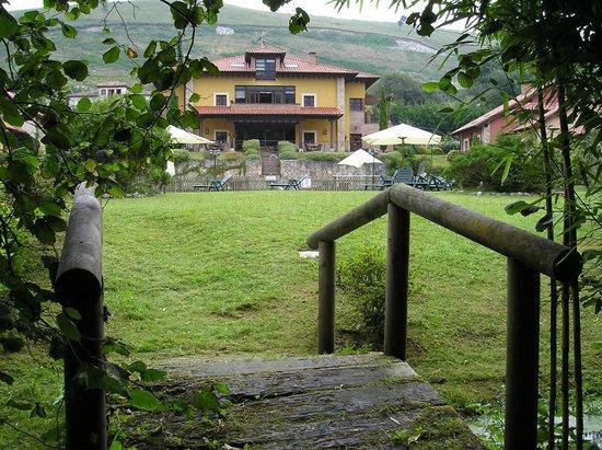 Hotel Rural La Lluriga- pradera situación