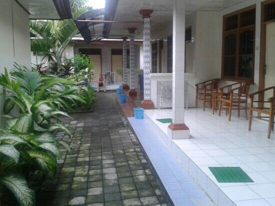 Waringin Homestay: terrace of standards room