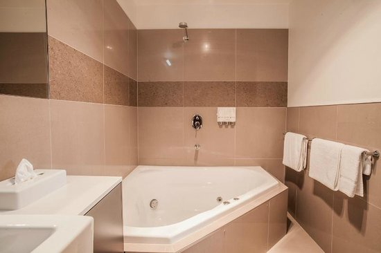 Horsham International Hotel: King Spa Suite
