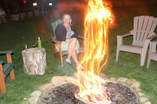 4 Seasons Inn on Fall River: bon fire