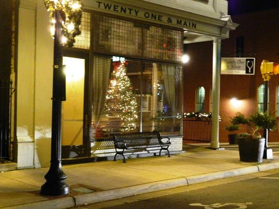Twenty One and Main: Twenty One & Main at Christmas time...