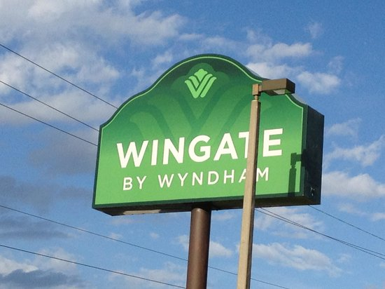Wingate by Wyndham Tampa/At USF: Hotel Sign