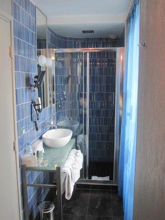 Apostrophe Hotel: Bathroom