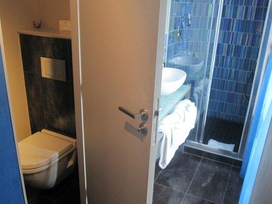Apostrophe Hotel : Bathroom