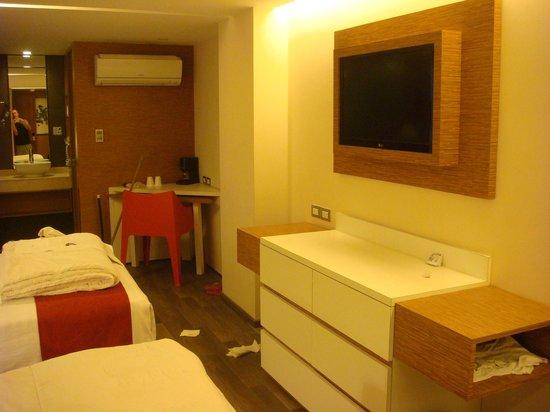 Howard Johnson Hotel Alameda Mexico City: Quarto com duas camas