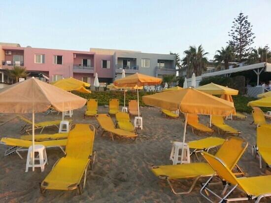 Akoition Hotel: hotel seen from beach
