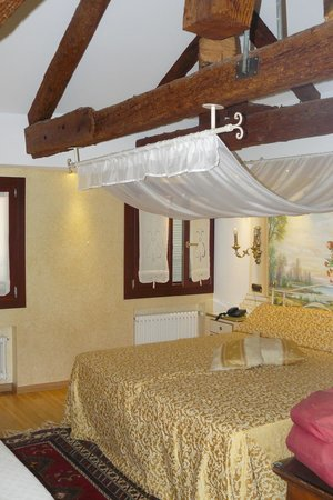 Hotel Al Piave : Room for Royalty!