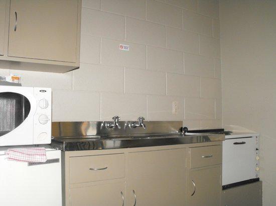 The Magpie: Full kitchen