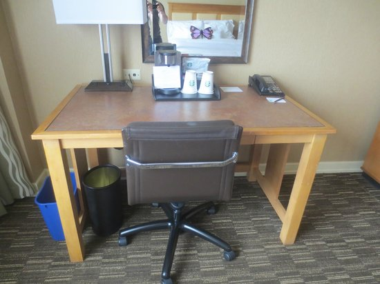The Westin Westminster: Desk in the room