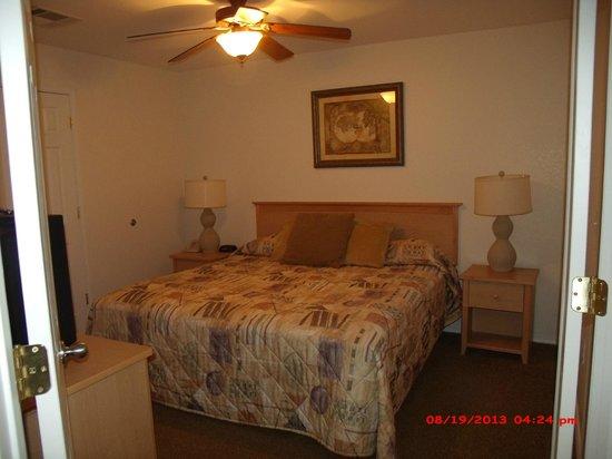 Still Waters Resort: Master bedroom