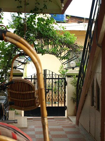 Manasa Guest House: Hotel Entrance