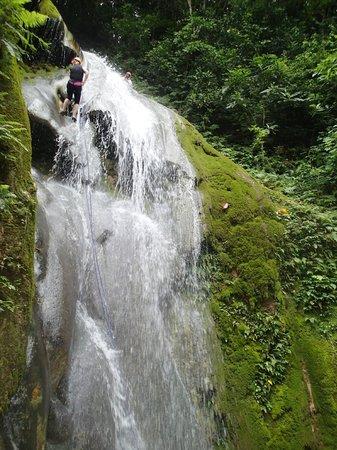 Edge Vanuatu: Down the waterfall!
