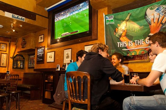 Mr. Pickwick Pub: Live sports
