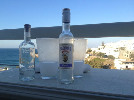 Paliomylos Spa Hotel: Drinks on the balcony