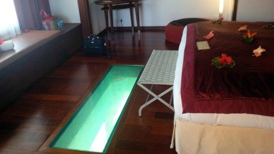Sofitel Bora Bora Marara Beach Resort: fond de verre