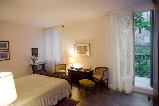 camera matrimoniale - Foto di B&B Al Ponte, Vicenza - TripAdvisor
