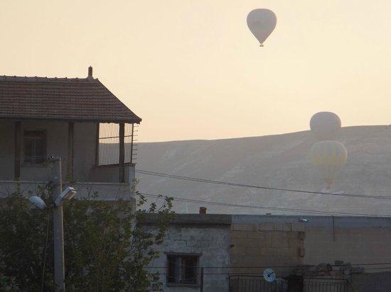 Walnut House : Dalla stanza di primo mattino si possonoammirare le mongolfiere