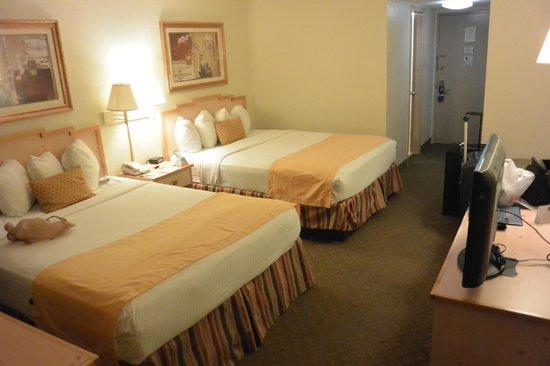 Best Western Palm Beach Lakes Inn: beds