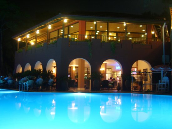 Sensimar Marmaris Imperial: Breeze bar at night