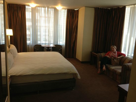 Hotel on St Georges: king size bed