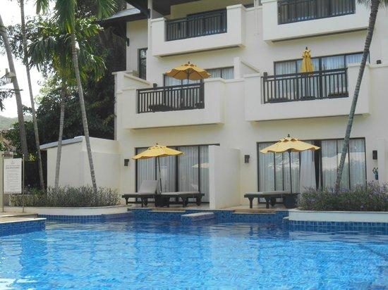 Horizon Karon Beach Resort & Spa: Hotelkamer uitzicht op zwembad