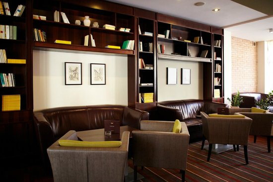 Bristol Hotel : Hotel Bristol lobby bar library