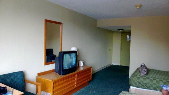 Americas Best Value Inn: Room