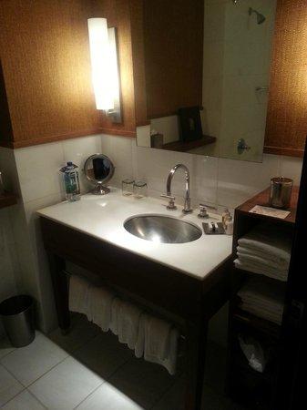 Hotel Valencia Riverwalk: Bathroom