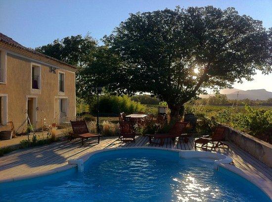 Domaine Rouge-Bleu : House  / La maison