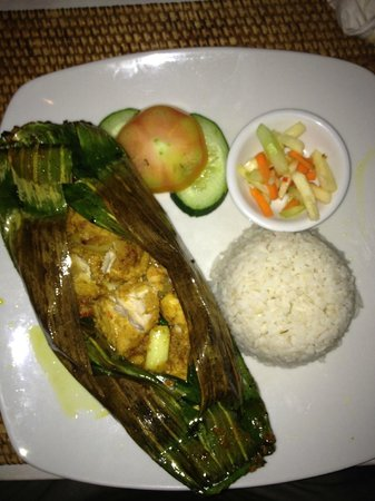 Sails Restaurant: fish cooked in banana leaf
