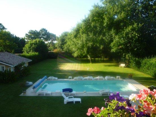 Salle manger picture of le clos d 39 ignac lege cap for Bernissart piscine